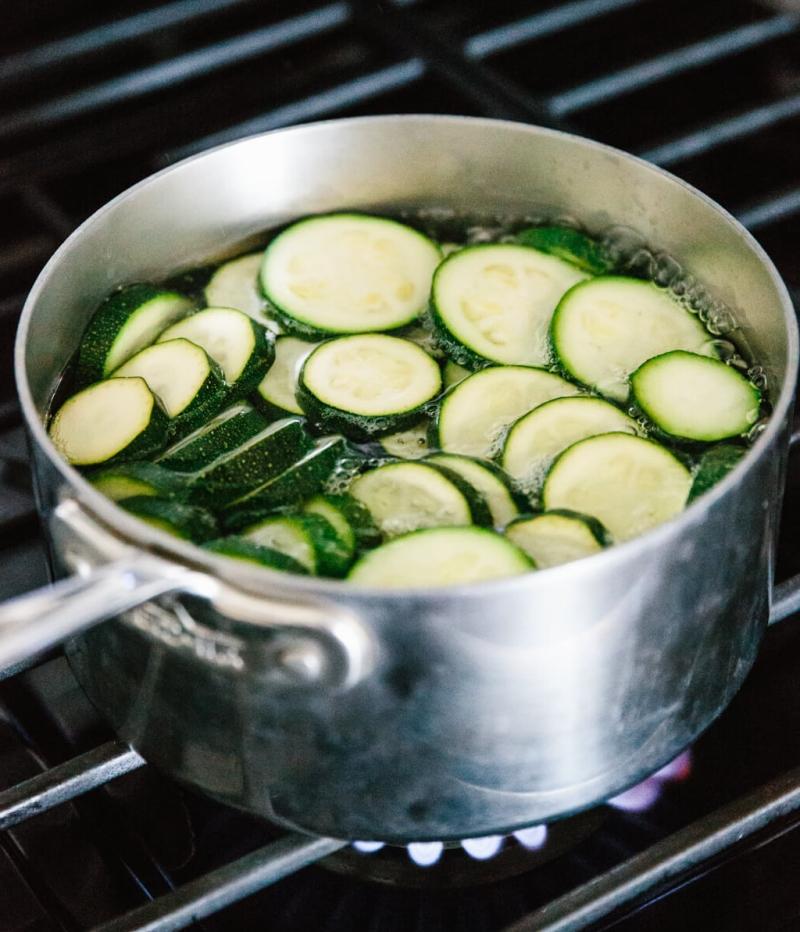 comment blanchir les courgettes eau bouillante casserole feu moyen légumes congélation