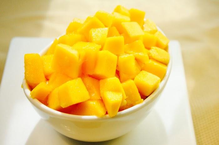 comment découper une mangue en dés et la servir d une manière attrayante