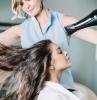 comment donner du volume aux cheveux technique coiffeur seche cheveux maison outils produits