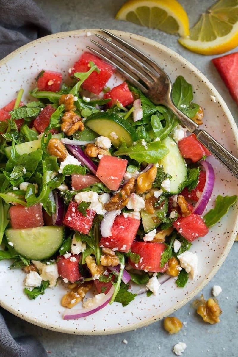 comment faire une salade de fruits maison concombre pasteque noix roquette