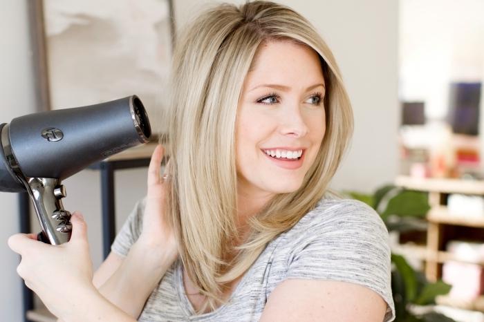 coupe de cheveux année 70 outil coiffure maison brushing lisse cheveux carré plongeant long