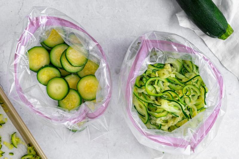 décongeler des zucchini courgettes sac plastique méthode rapide décongelation légumes