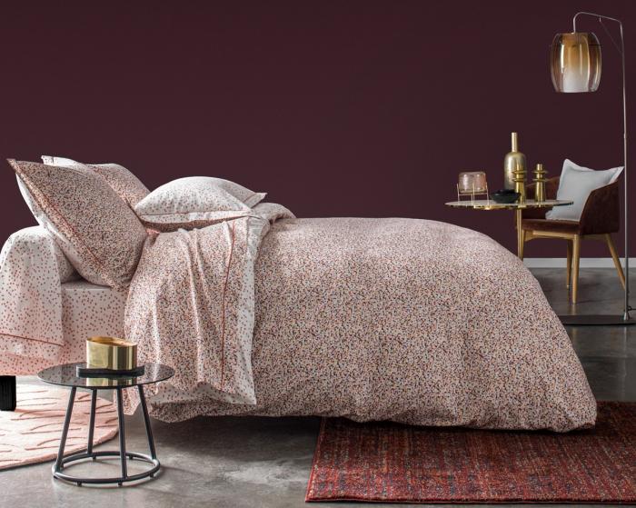 décoration chambre table ronde verre anne de solene parure de lit couleur terracotta