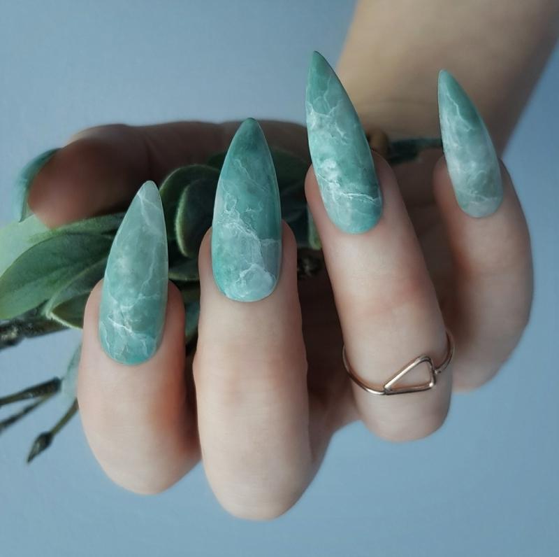 deco ongle gel longs vernis couleur turquoise veines blanc vernis