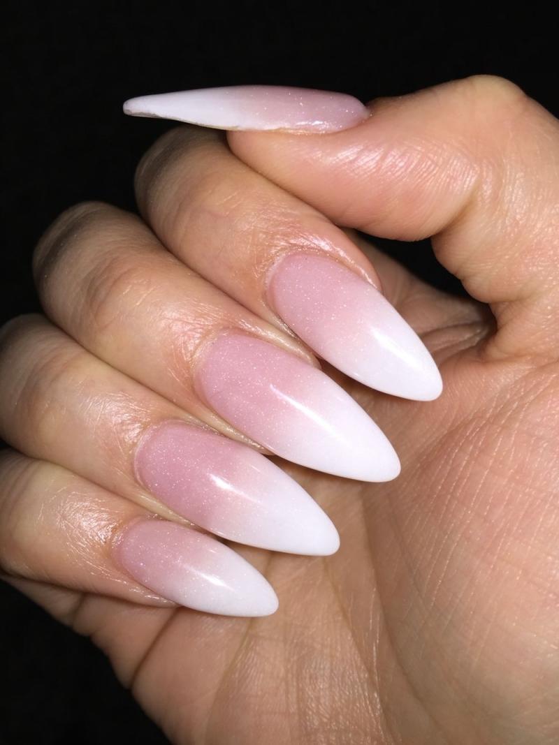 degradé sur ongle rose et blanc manucure ongles longs finition brillante