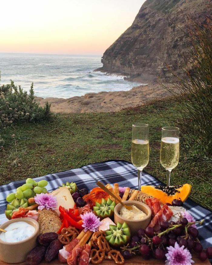 diète méditerranéenne repas de pique nique au bord de la mer