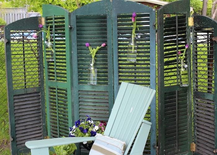 exemple de paravent de jardin en volets porte recyclées couleur verte