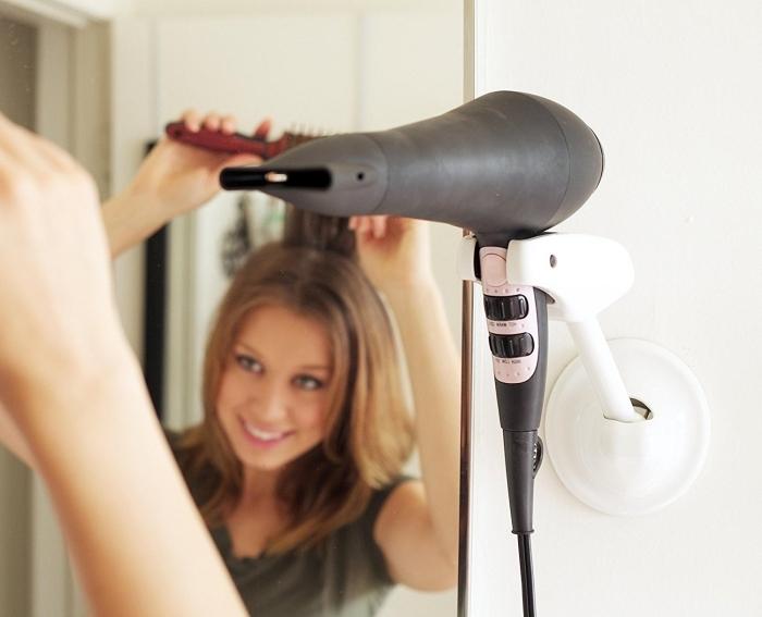 faire une coiffure année 70 a la maison avec seche cheveux embout pour air chaud brosse ronde