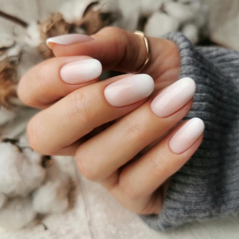 french manucure gel ongles longueur bague or degradé effet rose pale