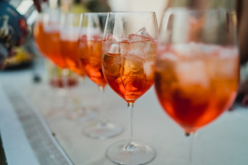 glaçons liqueur amer doux recette aperol spritz champagne eau gazeuse
