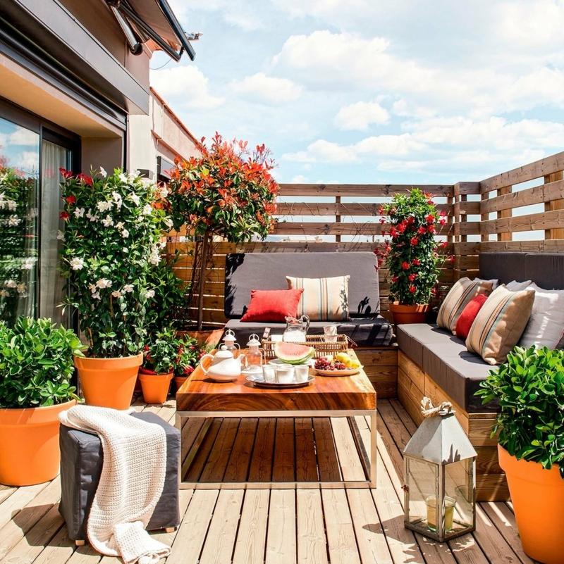 idee brise vue recup une plissade de bois qui cache un balcon
