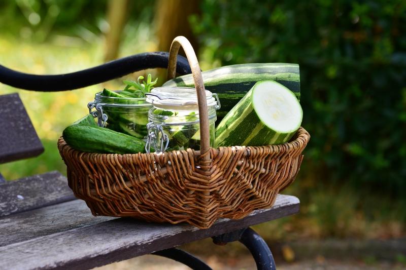 légumes saisoniers été préservation courgettes contenant verre jar astuces de grand mere
