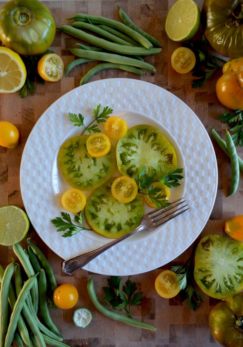 légumes tranches citron vert confiture de tomates vertes aux épices assiette ronde