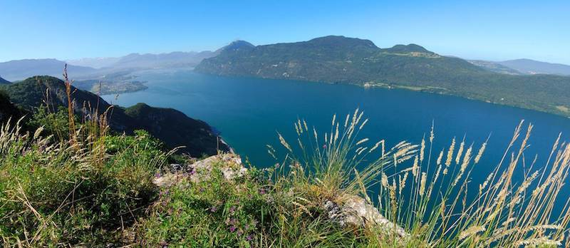 lac de montagne vue sur le lac de bourget