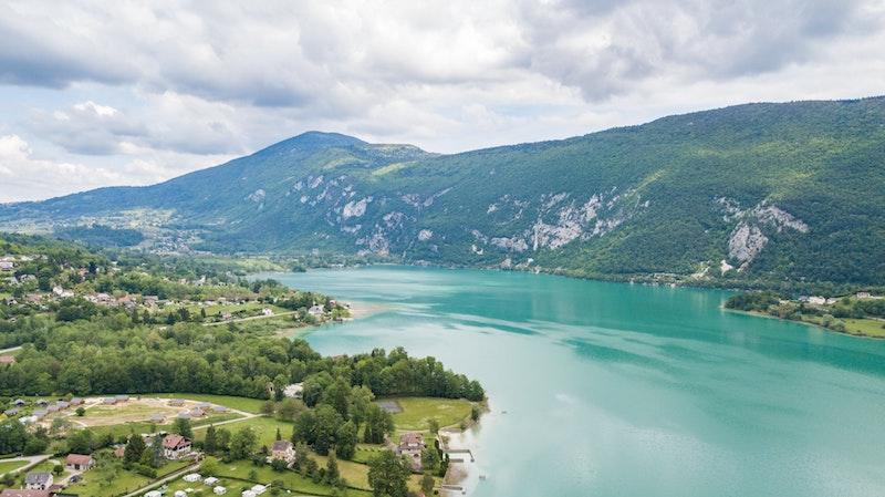 lac de savoie lac d aiguebelette pittoresque