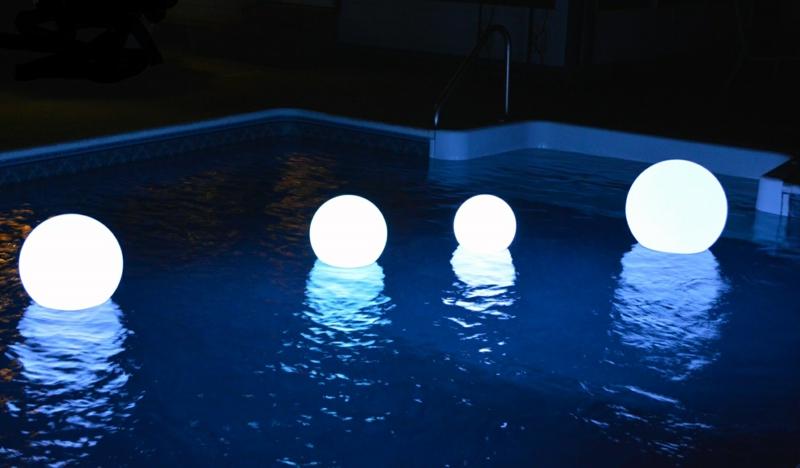 massif autour piscine éclairage monochrome pour la piscine