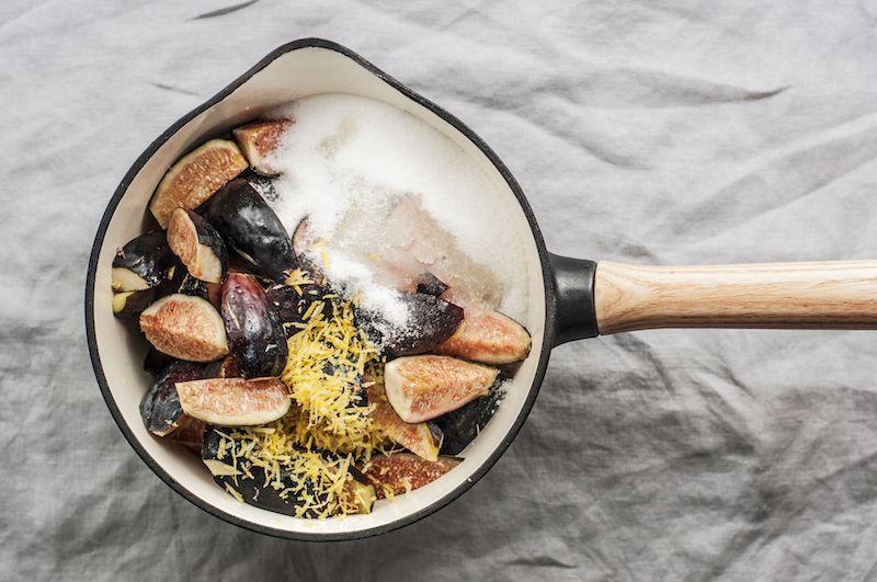 mélanger les figues avec la zeste et le jus de citron le sucre recette confiture été