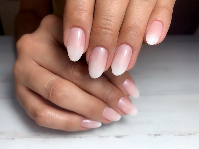 ongle en gel baby boomer finition mate degradé en rose et blanc formes ongles