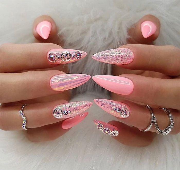 ongle gel ete nail art tendance 2021 ongles longs couleur rose embellissement argent