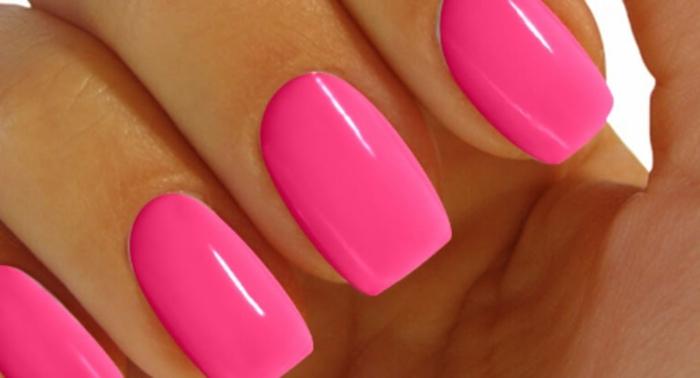 ongle rose fluo une photo d une manucure rose néon