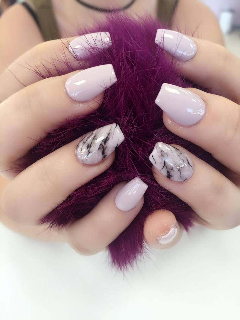 ongles en gel couleur rose pastel tendance ongle marbré rose