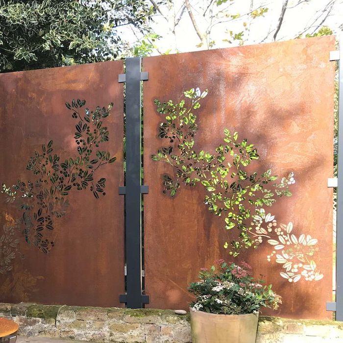 panneaux metallique rouillés avec des motifs fleuris percés à l intérieur