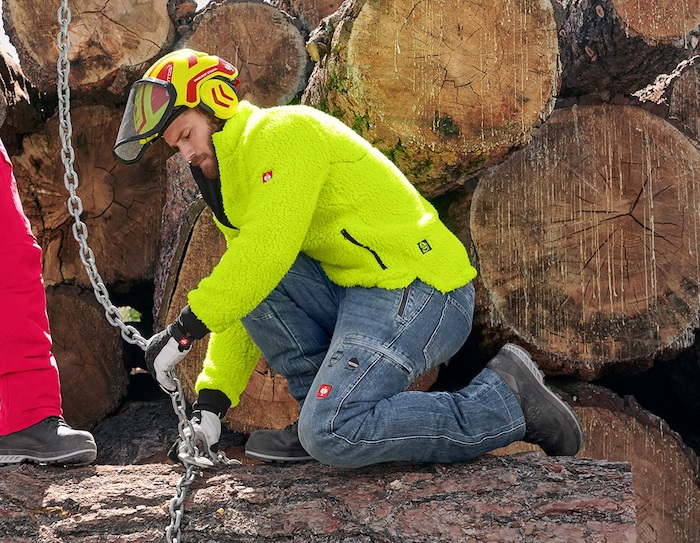 pantalon forestier en jeans anti coupe pour travailler dans le froid