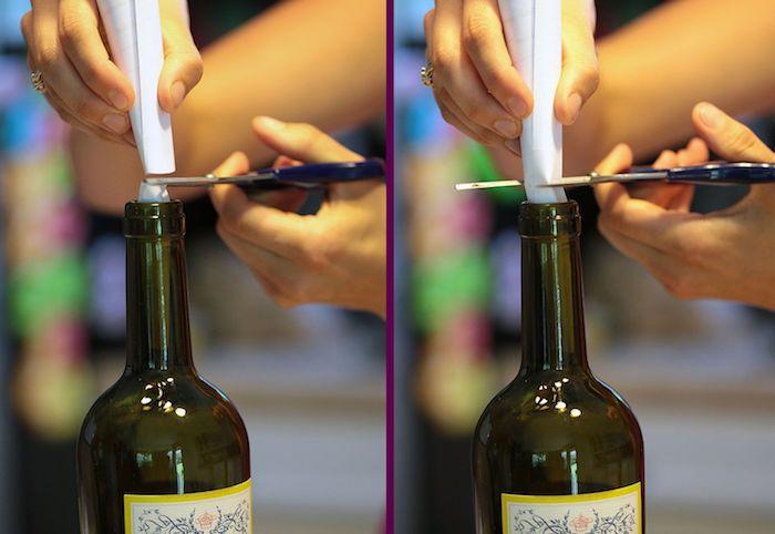 piege moucheron à faire soi même d une bouteille de vin et une feuille de papier