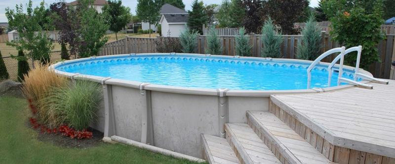 piscine extérieure une piscine hors sol dans le jardin