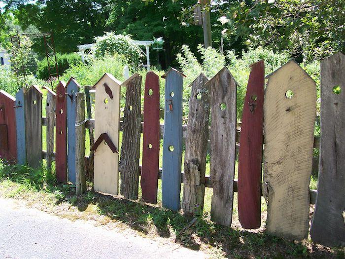 planches de bois recyclées pour faire brise vue cloture de jardin