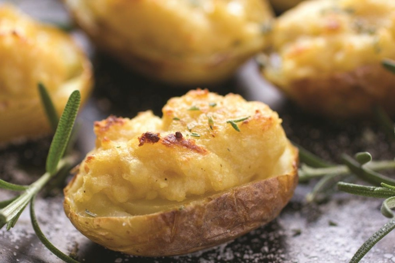 pomme de terre au four avec romarin une photo des pommes de terre avec romarin