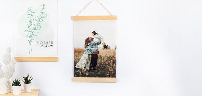 poster photo à suspendre comment décorer un mur blanc avec photo toile