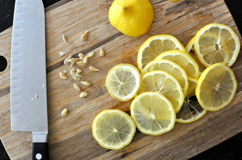 quand tailler un citronnier grains de citron et un citron tranché