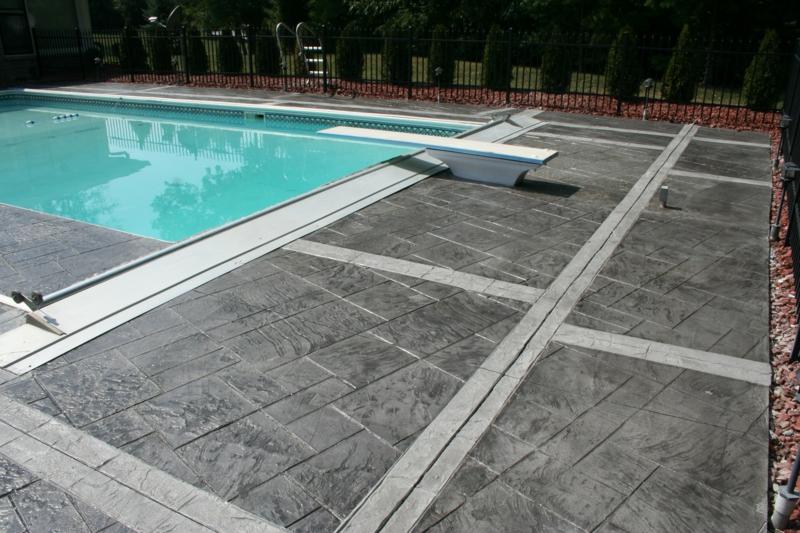 que mettre autour d une piscine bourdure de béton pour la piscine