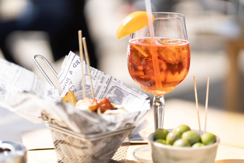 recette apérol spritz accompagnement diner olives brochettes tranche orange