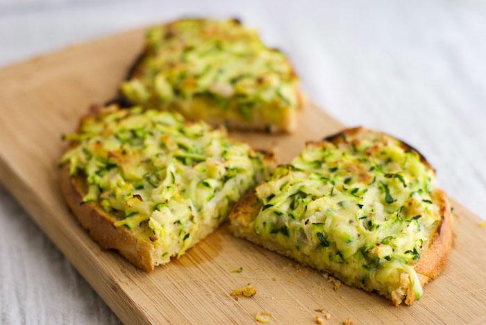 recette courgette sur tranches de pain courgettes et oeufs cuits au four