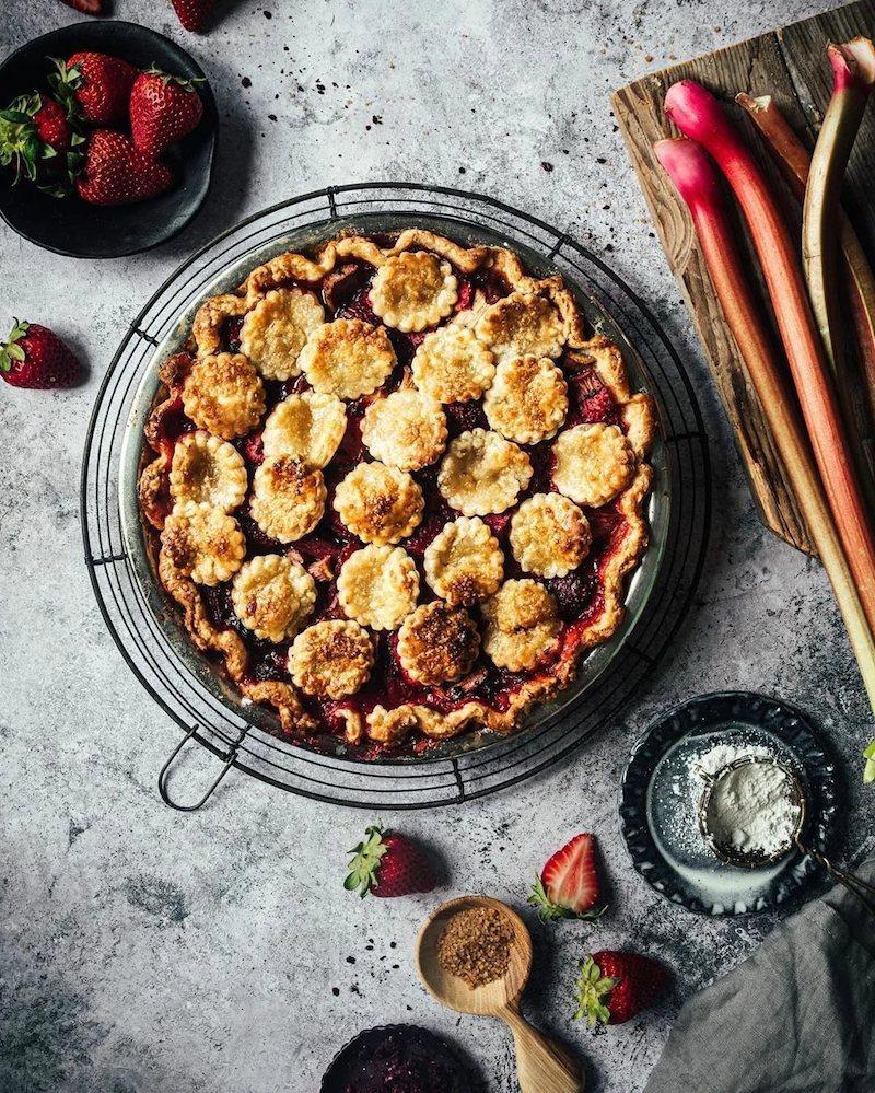 recette de tarte à la rhubarbe et fraises