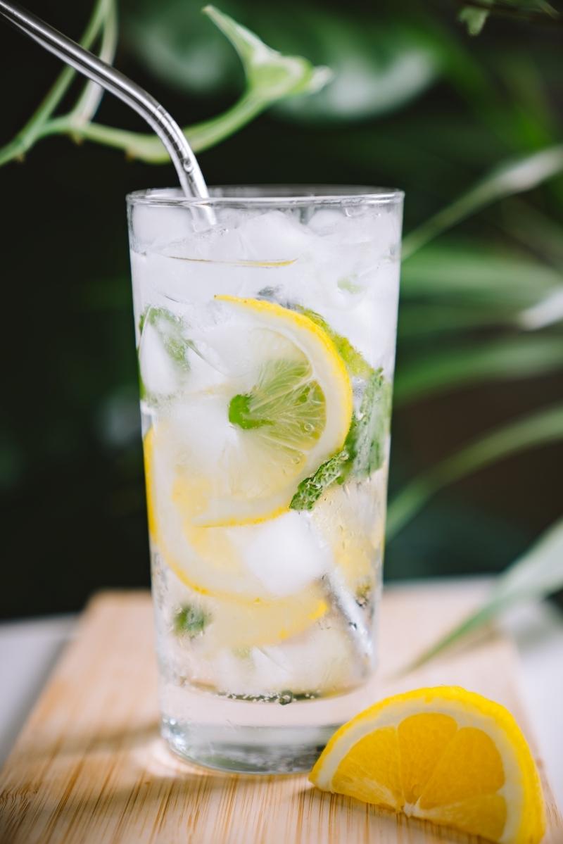 recette mojito limonade glaçons verre tranches citron feuilles de menthe