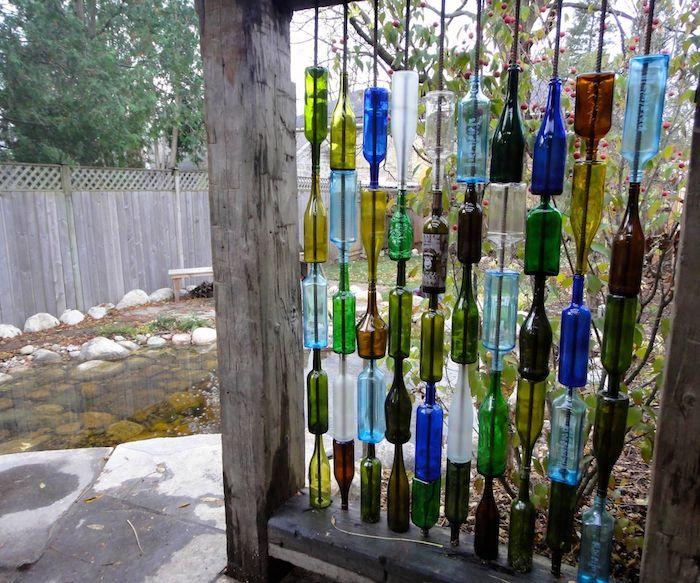 recyclage bouteilles de verre pour faire brise vue jardin original