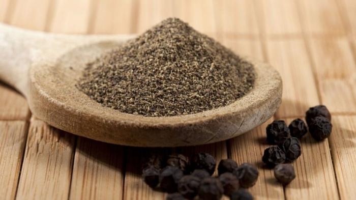 remede contre les fourmis poivre noir ingrédient cuisine pour lutte contre les invasions insectes