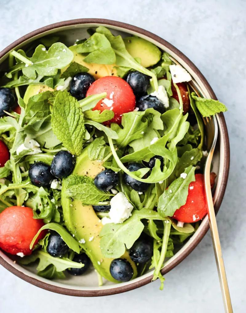 salade d été originale salade fraîcheur été à la roquette myrtilles pasteque avocat feta