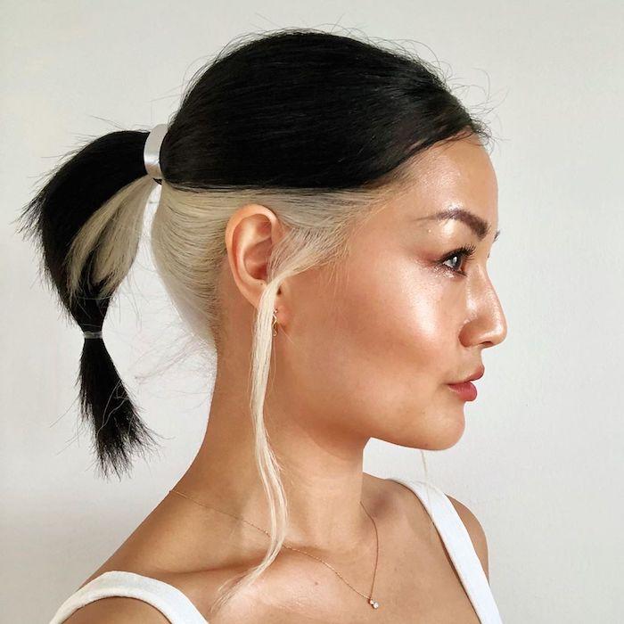 skunk hair coloration cheveux tendance blond platine polaire et cheveux noirs