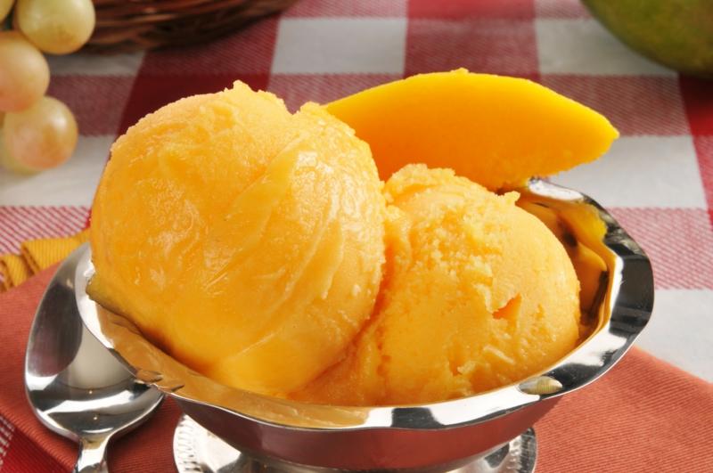 sorbet mangue un sorbet de mangue servi