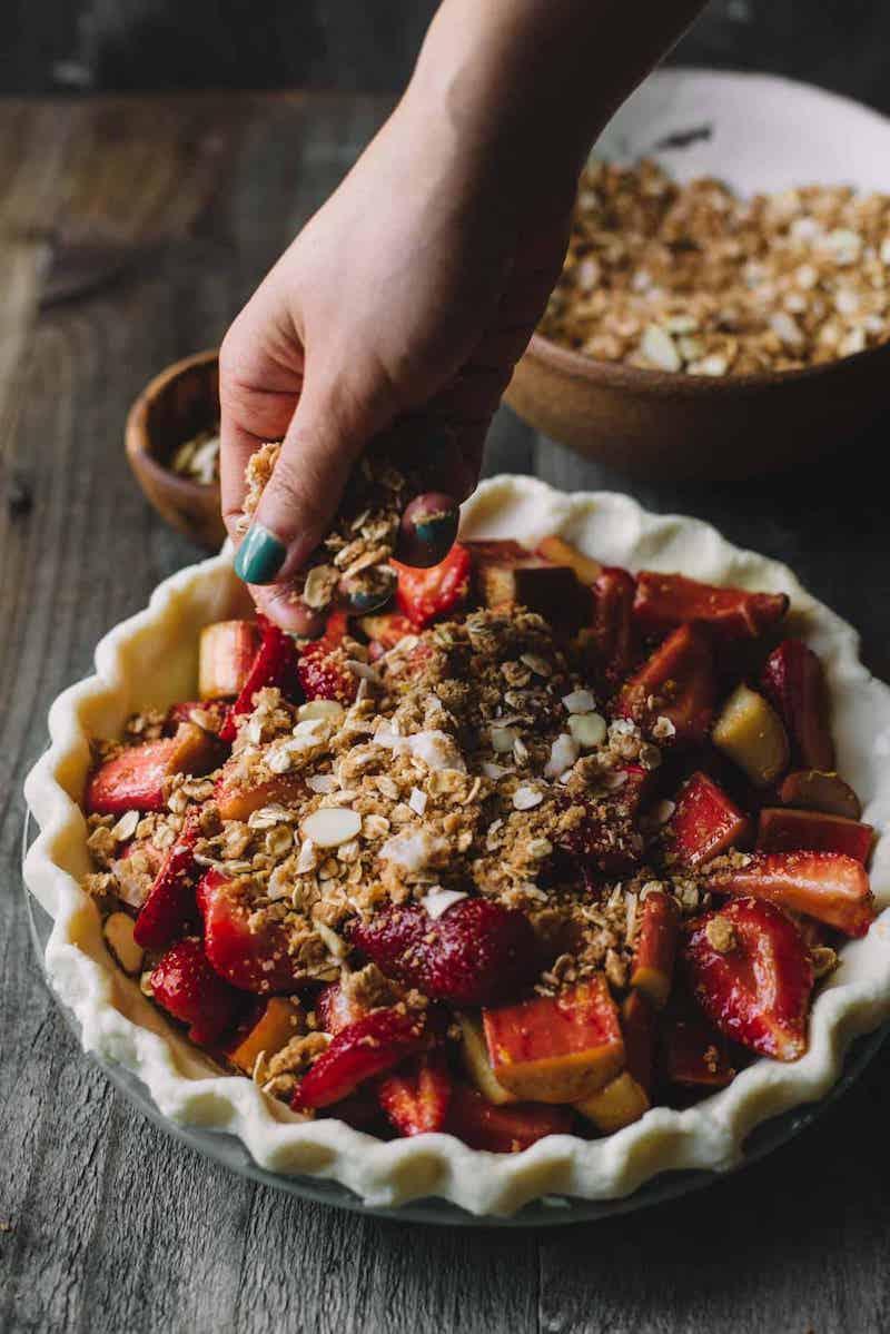 tarte rhubarbe amande et fraises