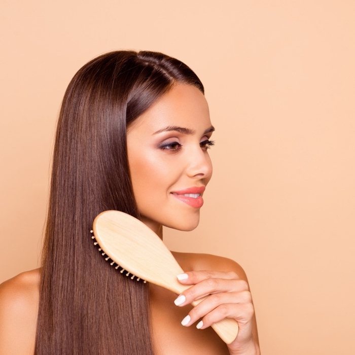 technique de lissage cheveux avec seche cheveux maison coiffure coupe de cheveux femme long