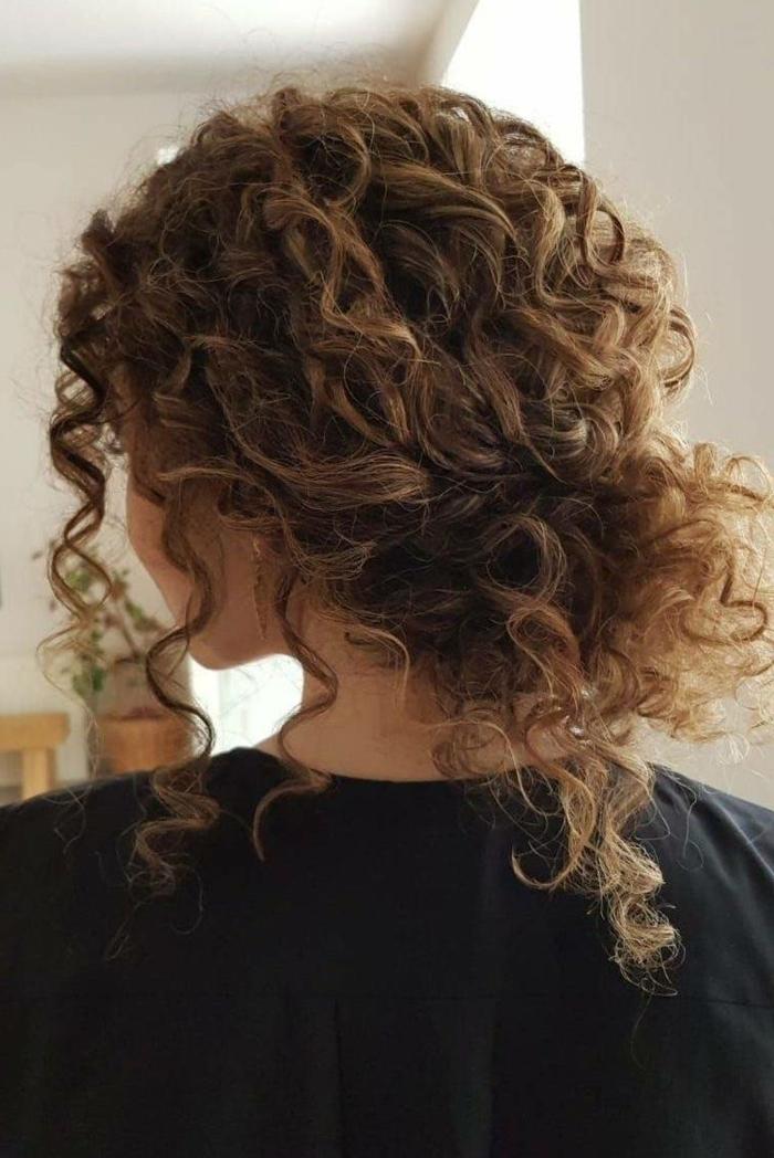 tendance coupe tres courte femme comment coiffer mes cheveux bouclés resized