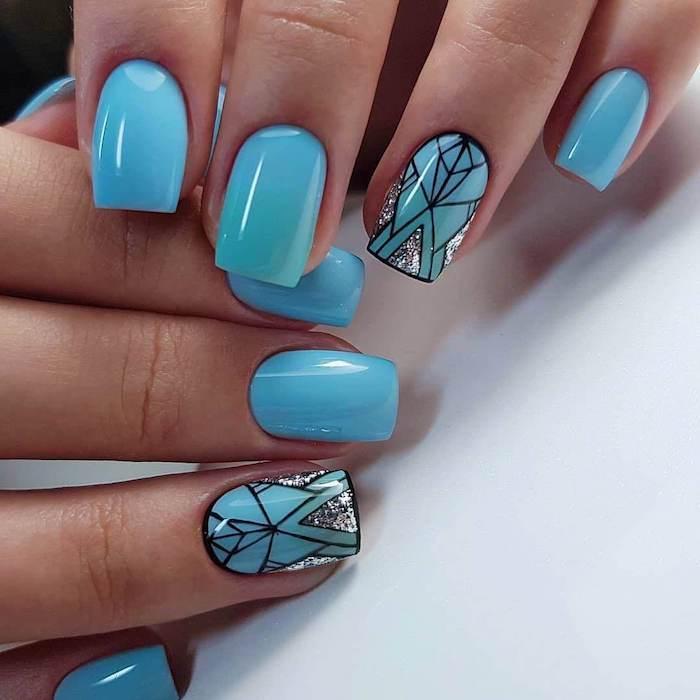 vernis tendance 2021 dessin sur ongle motifs géométriques glitter vernis argent manucure originale