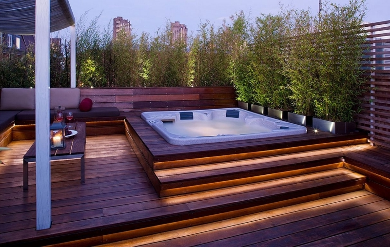 éclairage extérieur idée aménagement extérieur avec bassin eau chaude