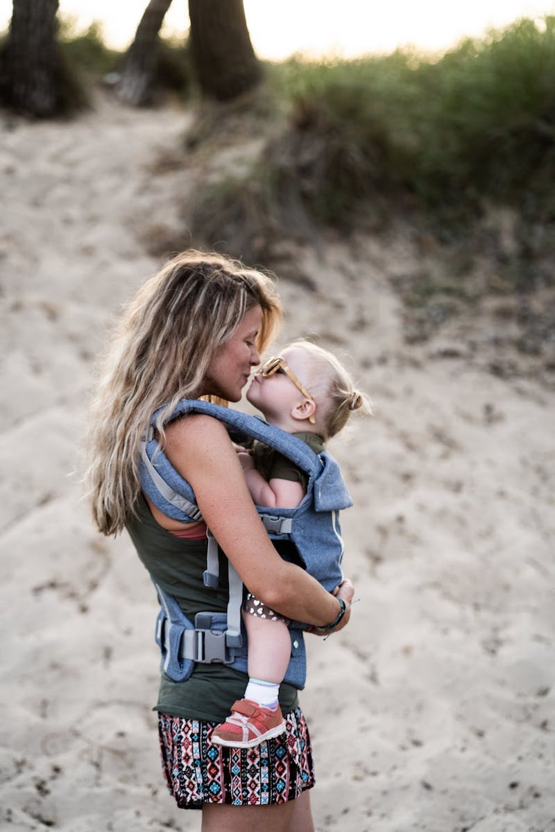 accessoire bebe mère et enfant sur la plage