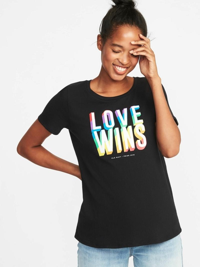 ado style vestimentaire une fille qui porte un t shirt noir avec une graphique l amour gagne